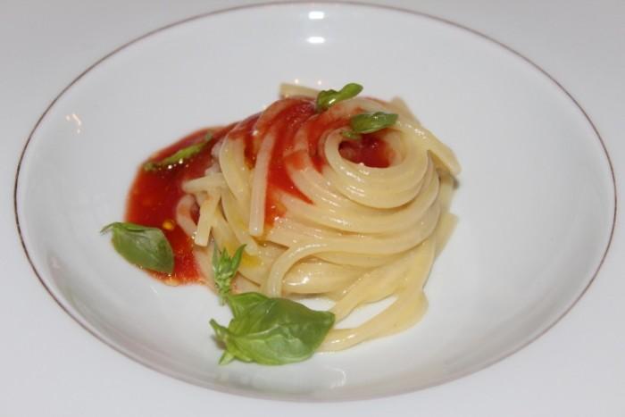gli spaghetti formaggio e pomodoro di Peppe Guida