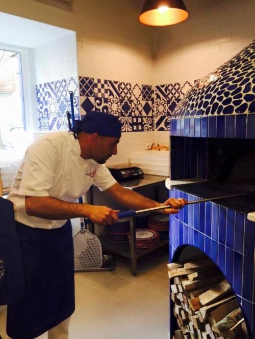 Pizza Gourmet, al lavoro al forno - foto di Dora Sorrentino