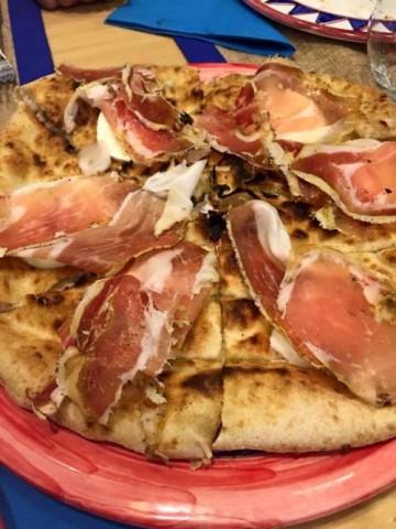 Pizza Gourmet, la pizza a base focaccia con speck tirolese - foro di Dora Sorrentino