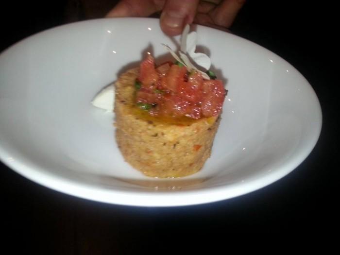 la panzanella cilentana di Maria Rina con pomodoro e mozzarella di bufala