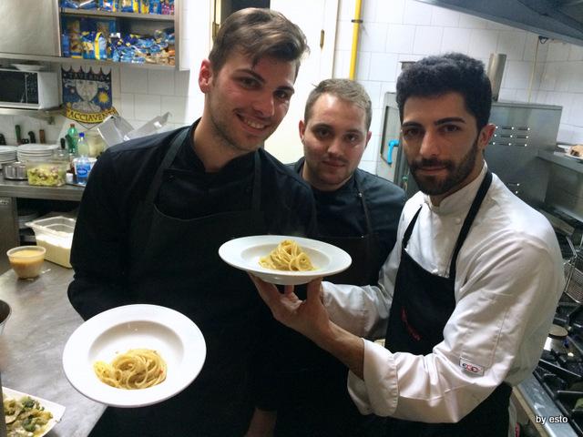 Taverna Scacciaventi Angelo Rizzo Aniello Cirillo e Angelo Borghese con lo spaghetto aglio e olio