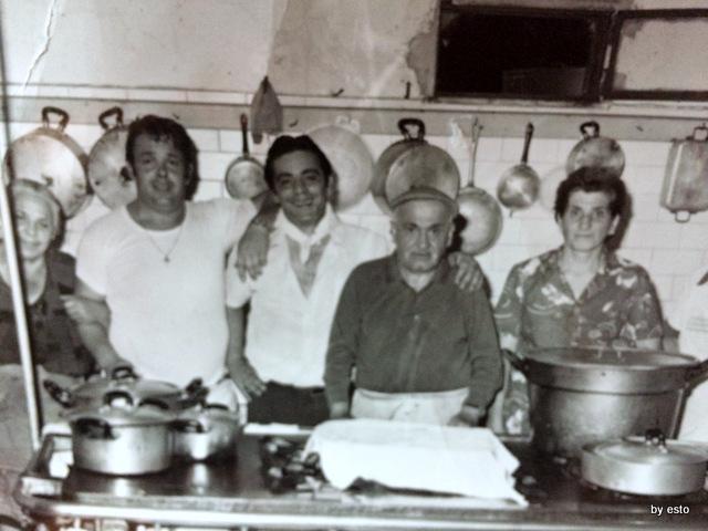 Taverna Scacciaventi Foto di famiglia in cucina anni sessanta