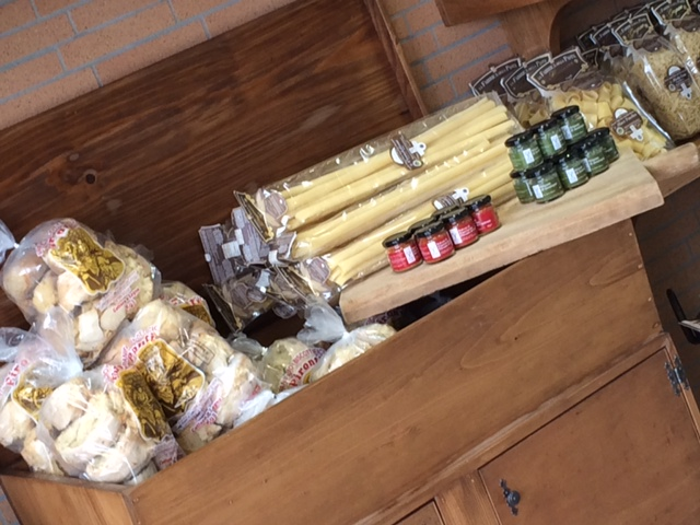 La Pastaia Verace, l'angolo con i prodotti in vendita