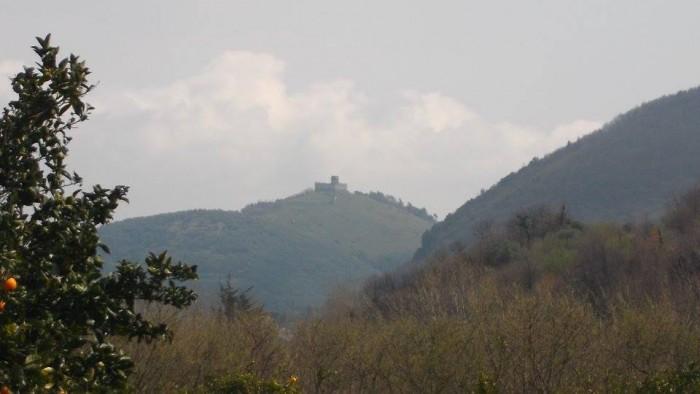 il Castello di Montevetrano visto dall'azienda di Mila Vuolo