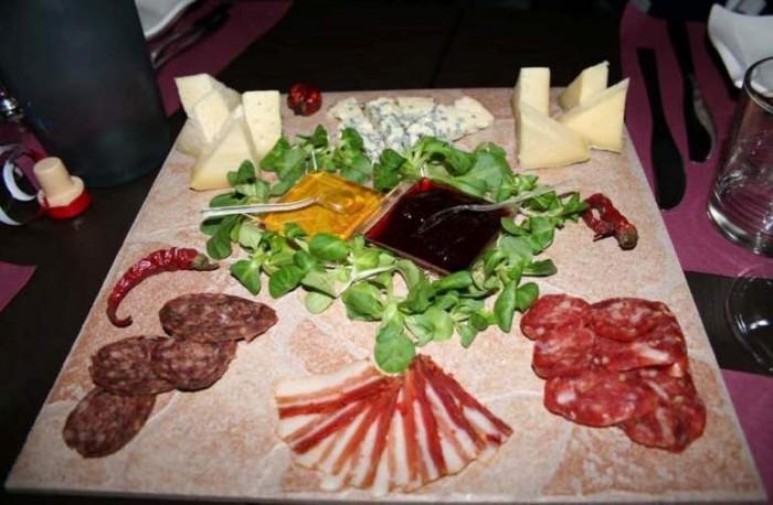 Est, tagliere di salumi e formaggi
