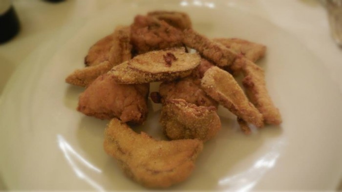 Giglio, fritto di pollo e funghi porcini