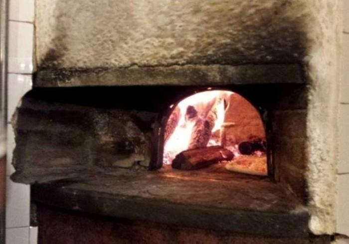 Grotto Pizzeria Castello, il forno a legna