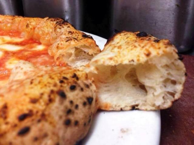 L'antica pizzeria a Hampstead, il cornicione