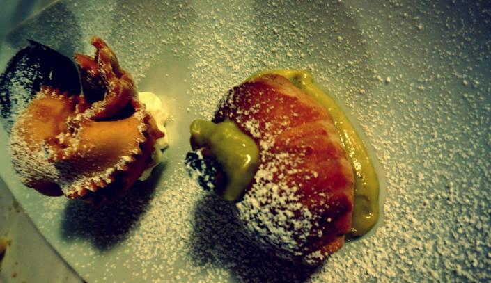 L'Arco Di Cybo, tortino cioccolato caldo, cannolo di crema adagiato in una crema di pistacchio e chiacchiera