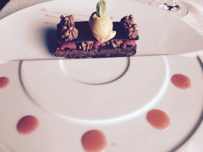 La Cantinella, quattro consistenze di cioccolata fondente, lamponi e gelato al caramello