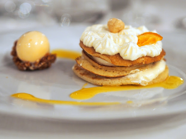 La colazione di Amelia, pancakes al profumo di agrumi e limoncello con crema pate à bomb al mascarpone e nocciole caramellate