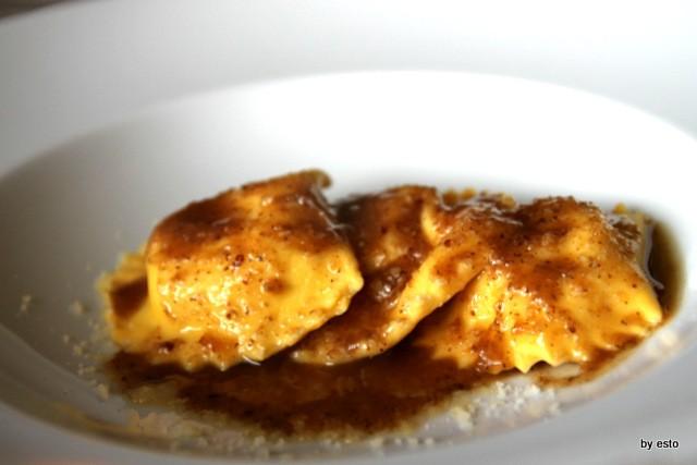 Oasis Vallesaccarda i ravioli di ricotta salsa di noci e aglio bruciato