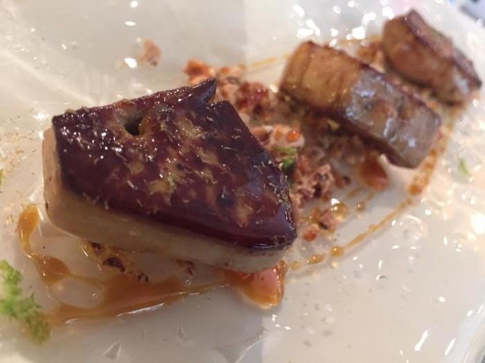 Perbellini, pancia di manzo allo spiedo, pomodori verdi e salsa al Valpolicella con profumo di origano