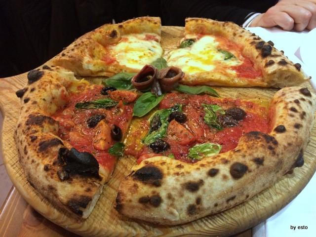 Salvatore Impero la Pizza marinara e la Margherita sul tagliere