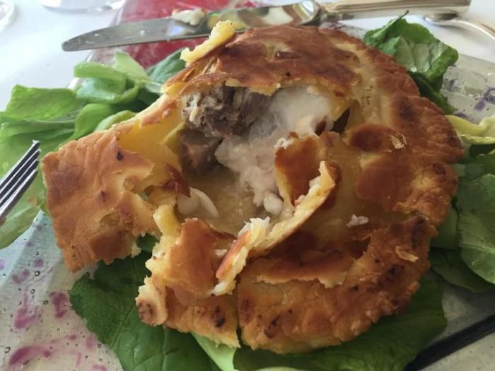 Taverna del Capitano cernia in crosta con salsiccia e friarielli