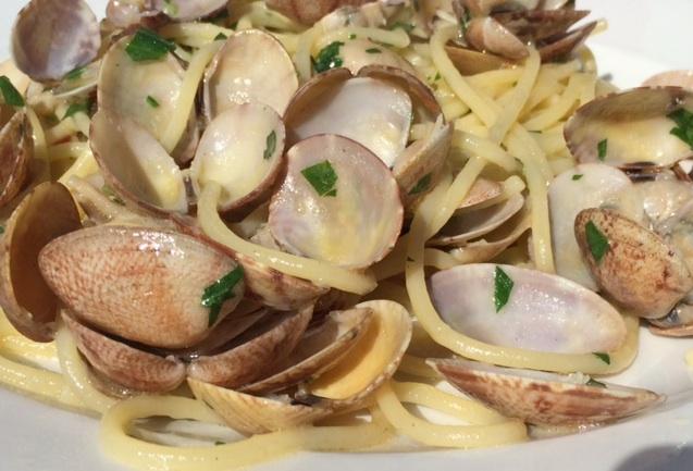 La Baia, spaghetti alle vongole