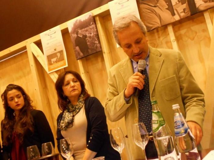 da sx, Serena e Diamante Gaita ed il prof. Luigi Moio, preside facoltà Enologia di Avellino