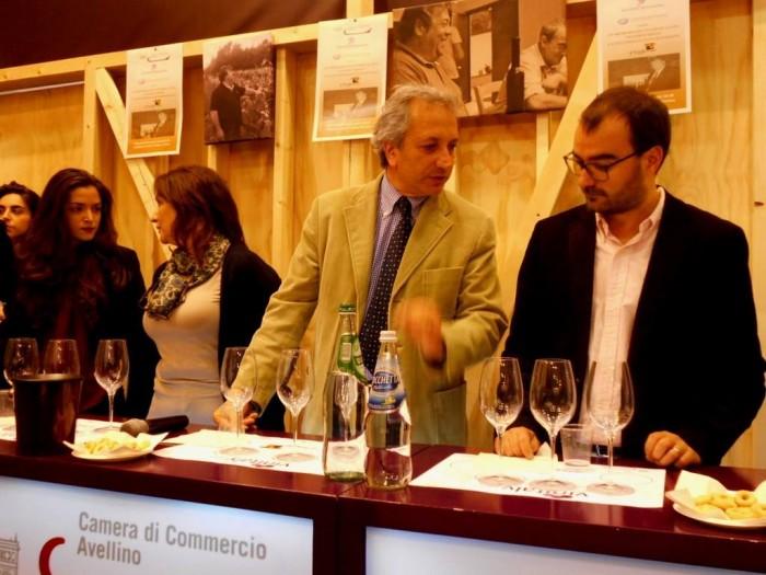 da sx, Serena e Diamante Gaita, il prof. Luigi Moio, il curatore della guida Slow Wine Giancarlo Gariglio