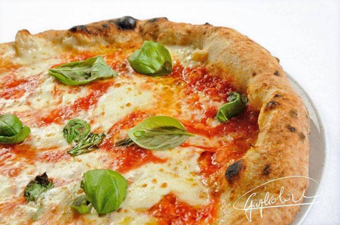 la pizza all'acqua di mare di Guglielmo Vuolo