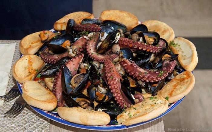 a zuppa di cozze di Carmela Abbate del ristorante Zi Teresa