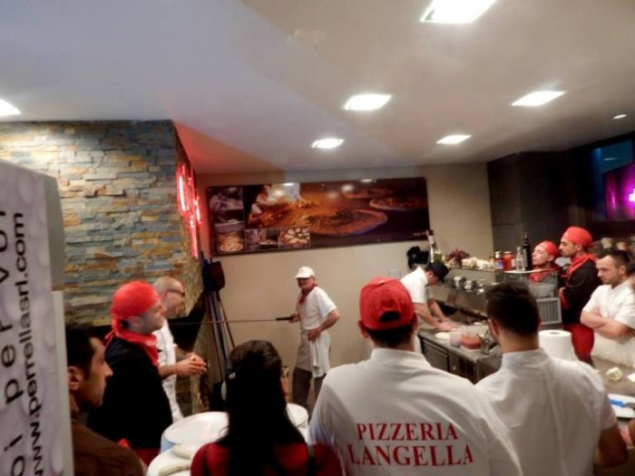 ...pizzaiuoli all'opera...