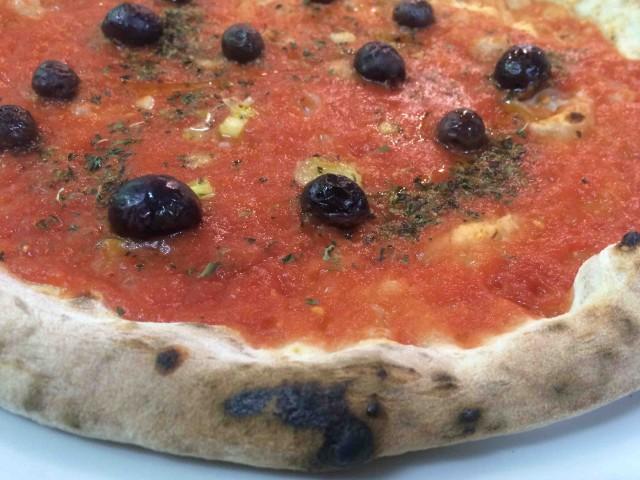 Pizzeria Resilienza, la marinara con le olive