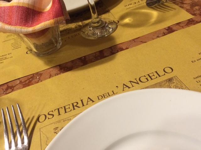 Osteria dell'Angelo, tovagliette in carta paglia