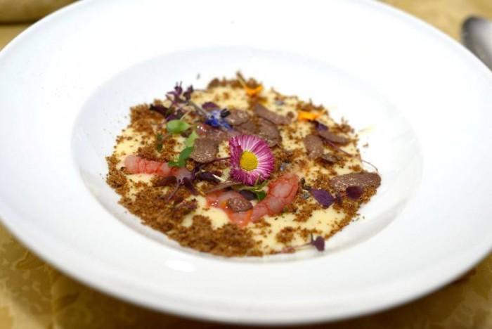 zuppetta di patate e tartufo, porcini e crudo di gamberi rossi