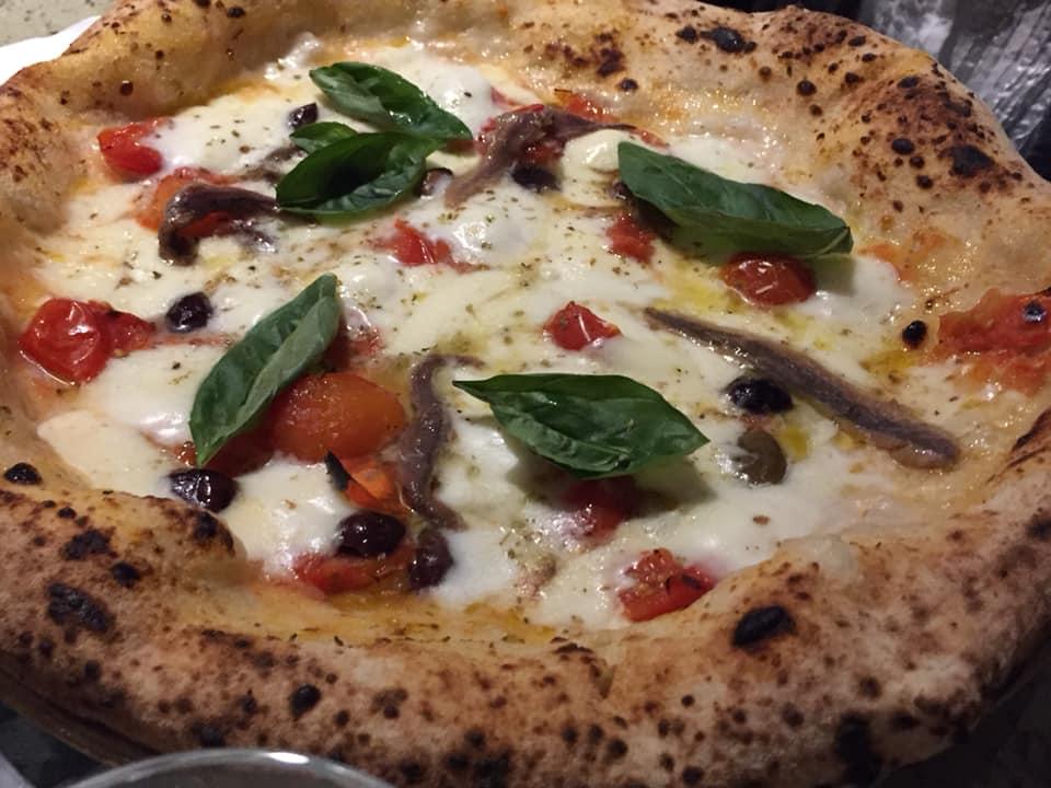 Mangiafoglia a Pontecagnano, la pizza dedicata a Cetara