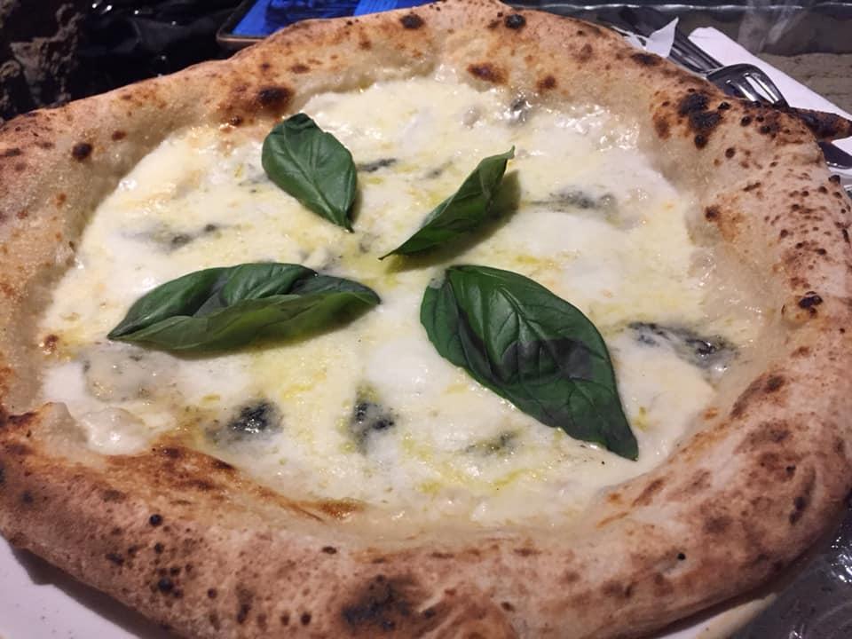 Mangiafoglia a Pontecagnano, la 4 formaggi
