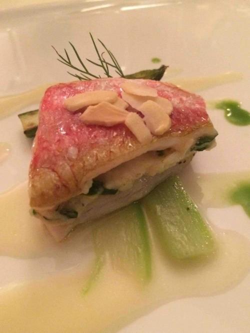Acquolina, il benvenuto dello chef triglia, mandorle e asparagi