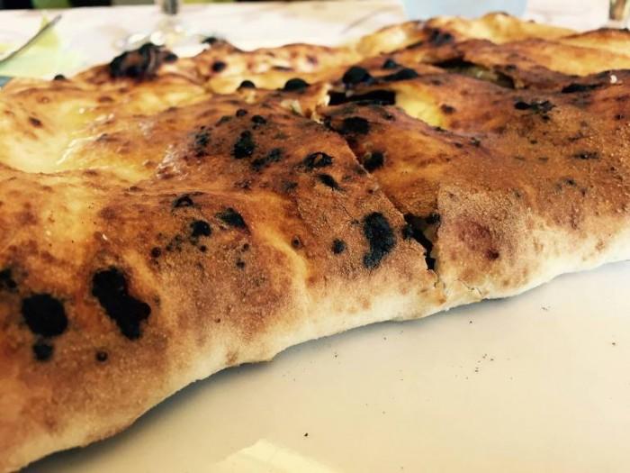 Add'ò Guaglione,  il ripieno antica Napoli con scarola, provola e uva passa