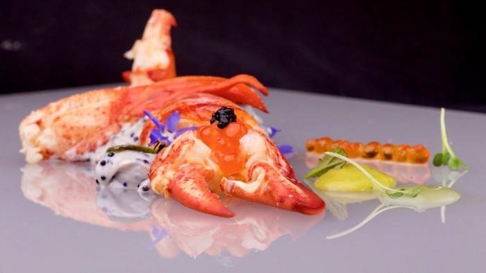 """Astice ubriacata con salsa di guacamole, caviale e """"Ketchup Partenopeo"""" - foto di Luciano Furia"""