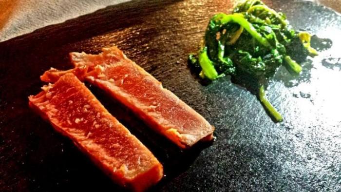 Bago, tonno del Mediterraneo, cime di rapa, salsa al vino rosso
