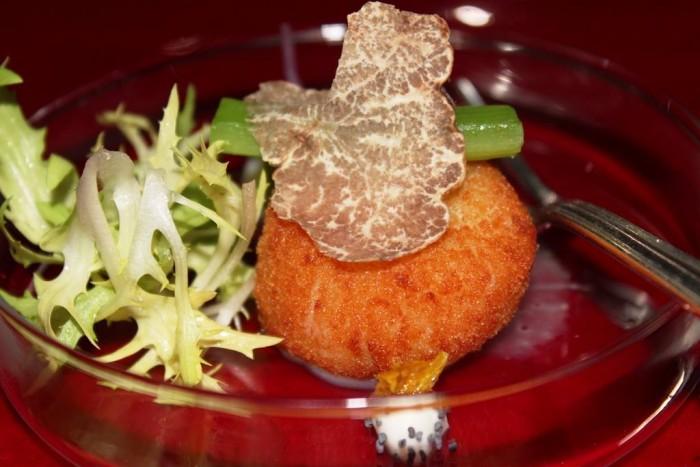 Imago, capesante impanate e ripiene di mozzarella di bufala, foglie di sedano e tartufo nero