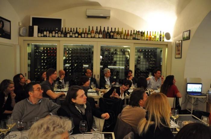 La serata irpina con i vini Fonzone e lo zafferano di Lacedonia a Cap'alice, la sala