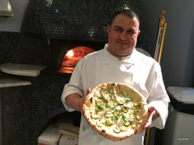 Michele Leo – Pizzeria Palazzo Petrucci - Scapece al limone acciughe, provola affumicata, cipollotto fresco, zucchine, alici sott'olio, limoni, menta.