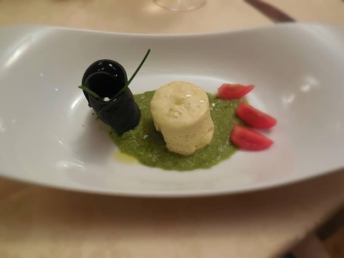 Micheloni, vellutate di ceci, code di gambero, tartufo, budino di orata e asparagi