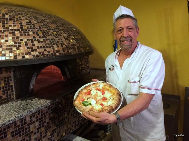 Napoli 1820 Giuseppe Fasano con la Pizza Napoli 1820