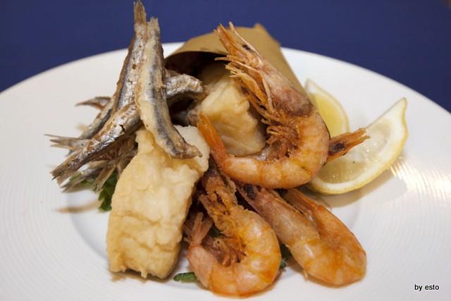 Napoli 1820 il cuoppo con il fritto di pesce