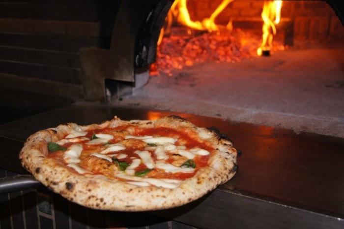 Nonsoke pizza e cucina. la pizza margherita di Pasquale De Matteo