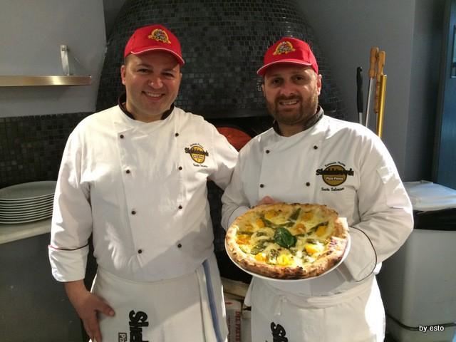 Roberto e Salvatore Susta – Pizzeria Shekkinah – La primizia pomodorini gialli, fior di latte d' Agerola, peperoncini di fiume, olio evo D.o.p. e basilico