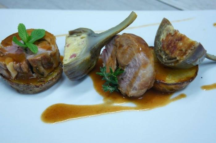 Scuola Dolce e Salato. Agnello speziato alla menta e pecorino con carciofi uova e salame e patate cotte sotto sale