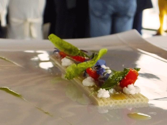 Spaghetti Daunia e Bio con pomodorini del piennolo del Vesuvio, aglio e basilico