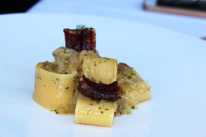 Torre del Saracino, Mezzi paccheri ripieni di spuma di rapa bianca, anguilla laccata con melassa di fichi e salsa verde