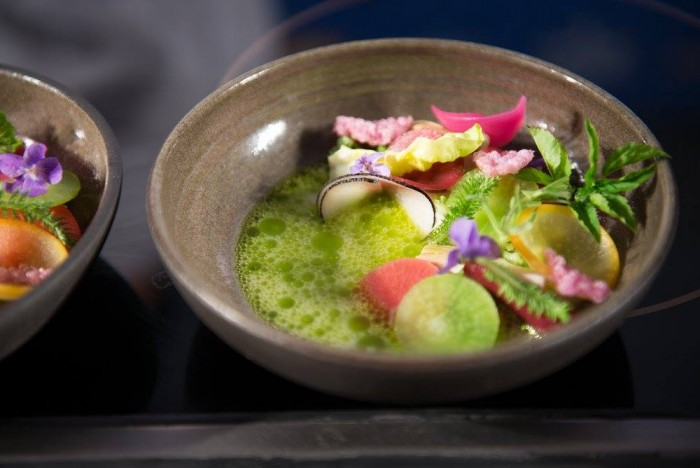 il  'succo' di mozzarella con verdure croccanti e cremose di Sang Hoon Degeimbre