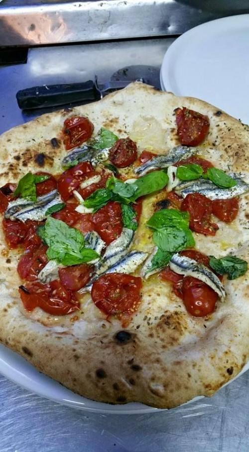 Antica Pizzeria Port'Alba, alici e pomodori del piennolo  dop