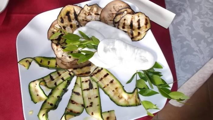 Elios Country Village, mozzarella nella mortella e verdure grigliate