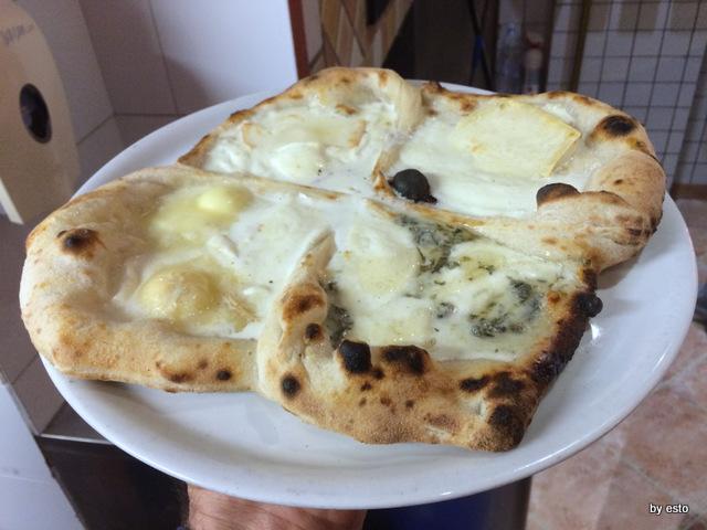 Enosteria Lipen la pizza Quater stracc ai quattro formaggi