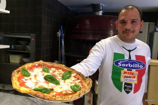 Gino Sorbillo a Milano. Il nuovo pizzaiolo Gennaro Rapido e la sua Margherita